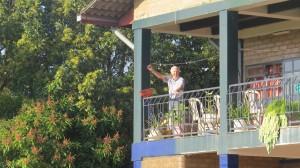 Gert op balkon gasthuis